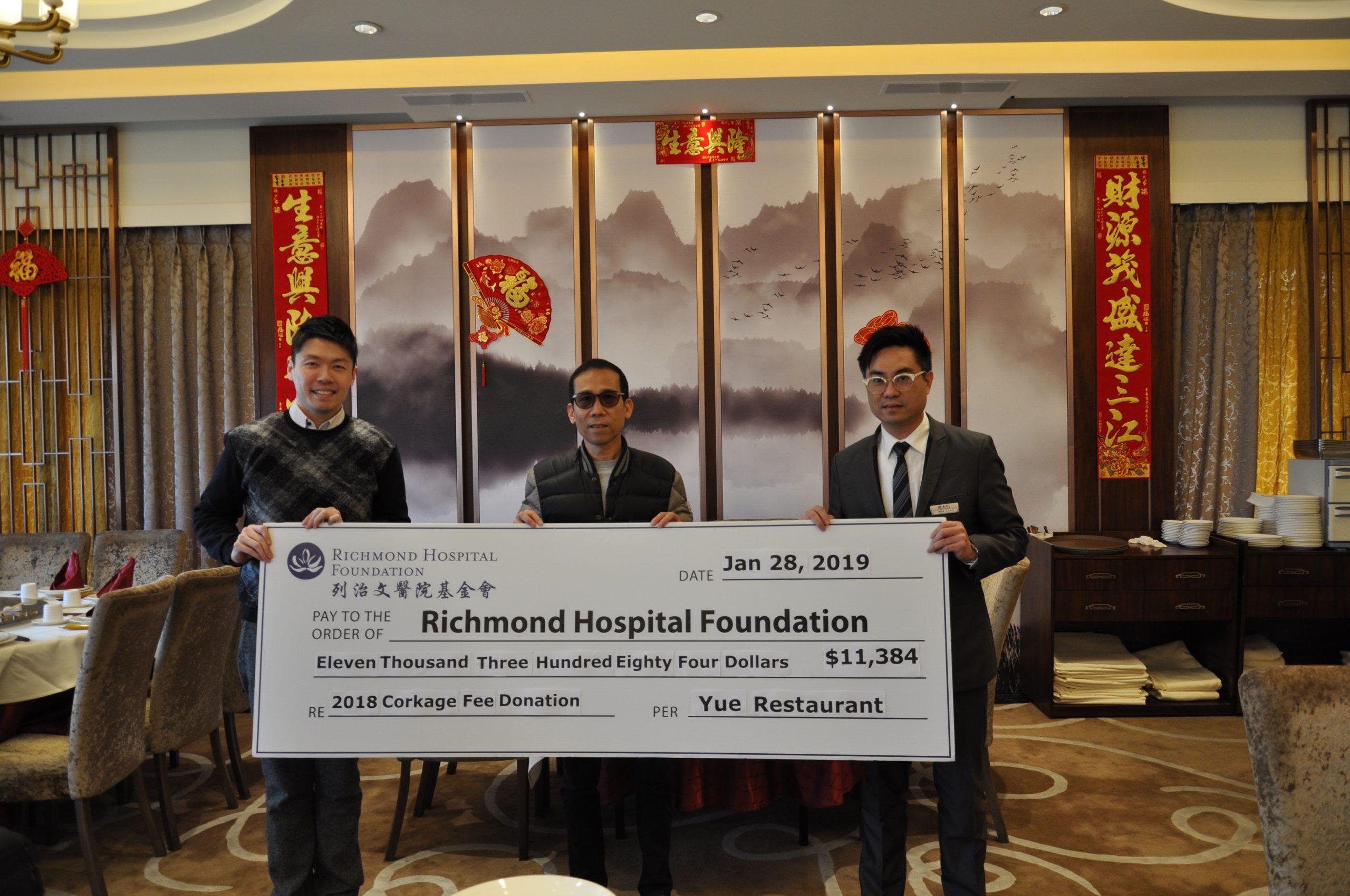 鮑粵軒捐贈全年開瓶費收益$11,384 協助提升列治文醫院醫療護理