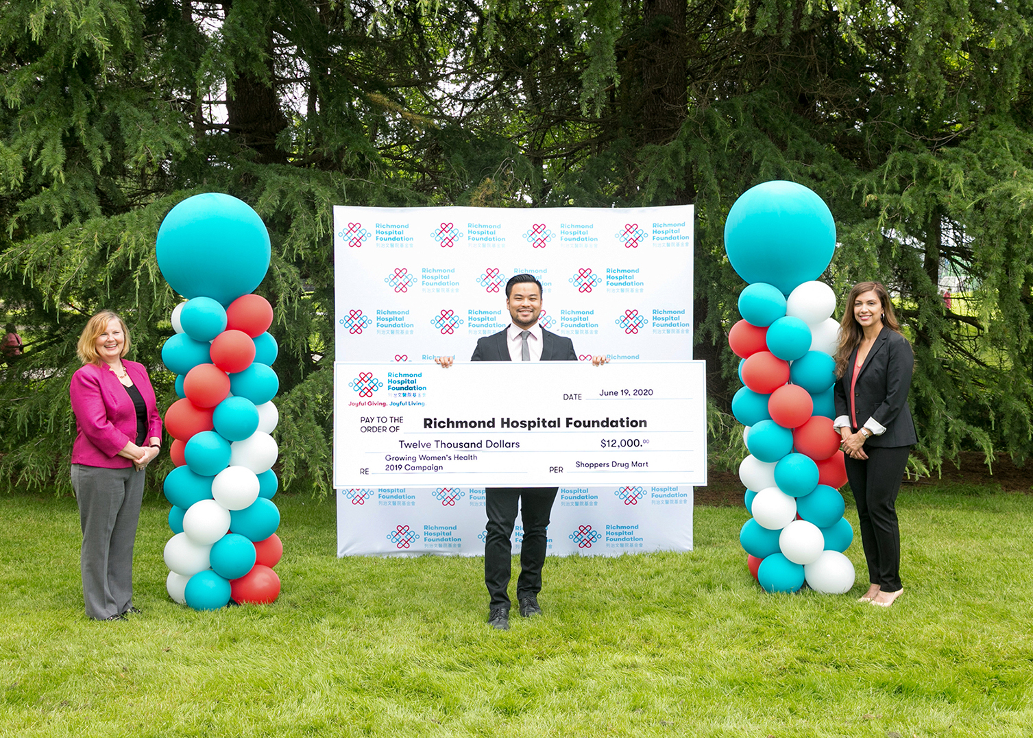 "Shoppers Drug Mart ""Growing Women's Health"" Campaign Raises $12,000 for Richmond Hospital Foundation"