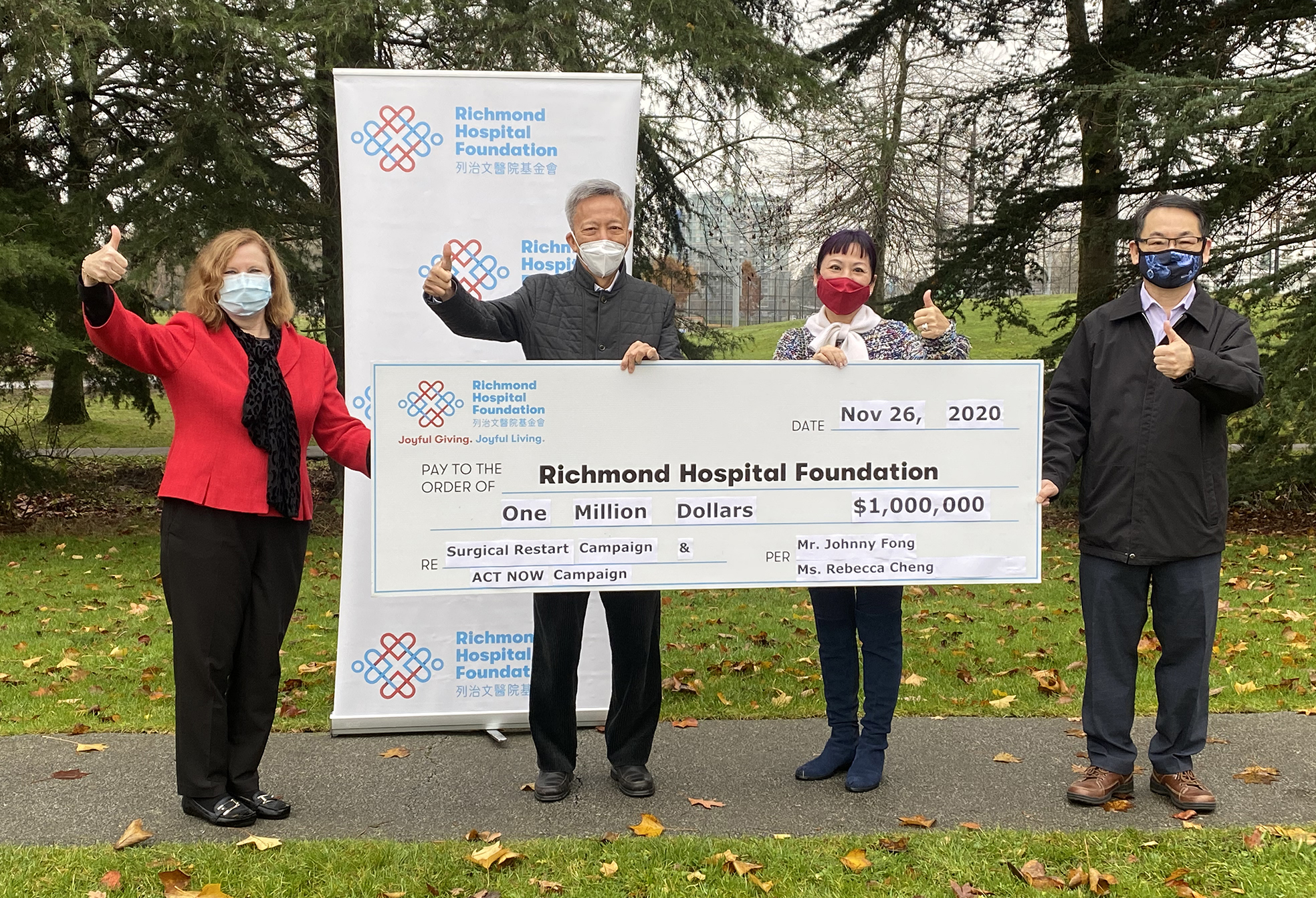 方君学先生及郑晓航女士捐赠$1,000,000予列治文医院基金会